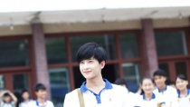 《左耳》发布人物特辑 阳光男生杨洋变身忧郁少年