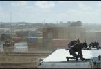 """由《第九区》导演尼尔·布洛姆坎普指导,《X战警》系列电影制片人西蒙·金伯格制片,""""金刚狼""""休·杰克曼领衔""""科幻女神""""西格妮·韦弗、""""南非硬汉""""沙尔托·科普雷和戴夫·帕特尔主演的科幻巨制——《超能查派》,今日正式登陆中国院线。本片讲述拥有自我意识的机器人查派,在人机对抗的环境中力求生存的故事。"""