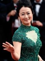 《山河故人》戛纳亮相 贾樟柯妻子赵涛绿裙优雅