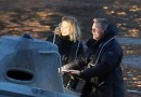 《007》新片曝片场照 克雷格与蕾雅·赛杜开快艇