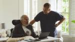 戛纳入围《慢性》片段 男看护悉心照料晚期病人