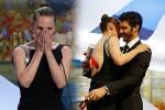 贝克特获封最佳女演员 与颁奖嘉宾相拥激动落泪
