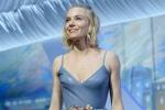 评审团成员西耶娜·米勒登台 薄纱长裙似公主