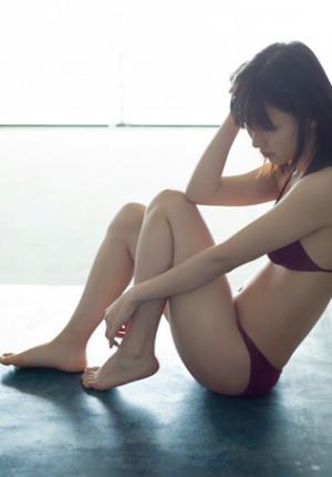 日本人气少女真野恵里菜夏日写真曝光 性感娇美