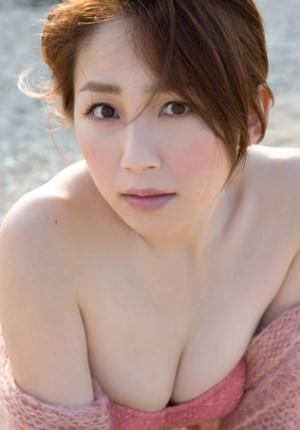 日本新生代写真女星吉川友拍性感大片 肤如凝脂