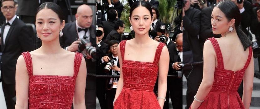 周韵穿喜庆红裙性感露美背 彰显复古中国元素