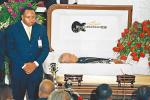 奥巴马撰文悼念歌手B.B.King 500位歌迷瞻仰遗容
