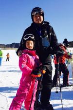 高晓松晒与女儿温馨合照 网友:幸亏长得不像你