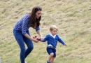 威廉王子一家骑马游玩 小王子牵妈妈草坪玩耍