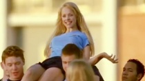 《贱女孩》正式预告片 青春琳赛亚当斯争宠小帅哥