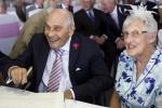 103岁新郎娶91岁新娘 英国百岁情侣创纪录
