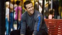 《非我》曝光片段 瑞安·雷诺兹篮球场上结识球友