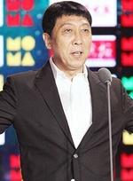 老戏骨韩童生获传媒大奖最佳男配 孙淳登台颁奖