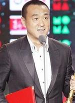 何冰凭《十二公民》夺最佳男主 黄圣依盛装颁奖