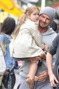 小七头发已长到膝盖!贝克汉姆禁止女儿剪头发