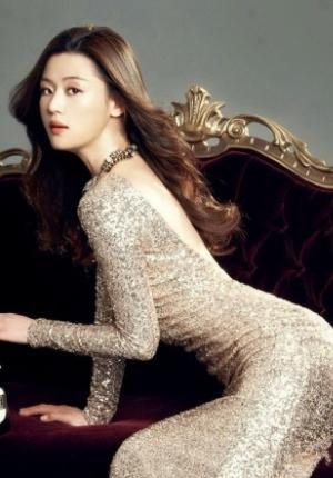 全智贤性感时尚大片 紧身长裙秀电臀显玲珑身材