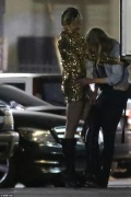 麦莉·赛勒斯同性恋情曝光 当街与维秘超模激吻