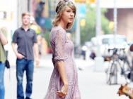 女神出街!泰勒·斯威夫特穿蕾丝美裙甜美可人