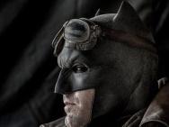 《蝙蝠侠大战超人》曝新照 蝙蝠侠侧颜尽显沧桑