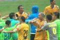 香港明星足球友谊赛变群殴 谭咏麟在列黄日华1挑3