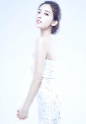 古力娜扎唯美白纱时尚大片 薄纱透雪肌清丽可人