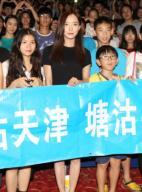 王珞丹《桂香》深圳宣传致歉 为天津祈祷90度鞠躬
