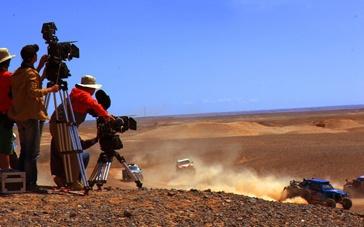 《狂野飞车》沙漠拍摄屡遇困难 死亡之海高温难耐