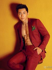 李晨时尚写真突显男性魅力 秀腹肌展健硕身材