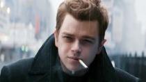 《生活》首支片段 帕丁森为德哈恩雨中取景街拍