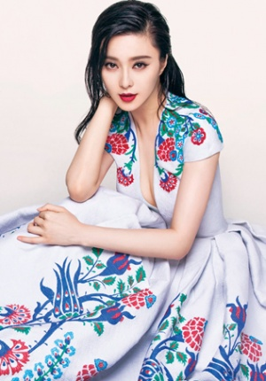 范冰冰登台湾版《Vogue》封面 拍写真露事业线