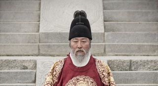 《思悼》韩国热映 宋康昊飙演技从40岁演到80岁