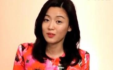 《暗杀》曝问候特辑 全智贤孕后首亮相秀流利中文