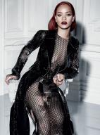 蕾哈娜登《Dior》杂志封面内页 火辣身材秀大牌