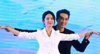 《第三种爱情》首映 刘亦菲与宋承宪同台表现拘谨