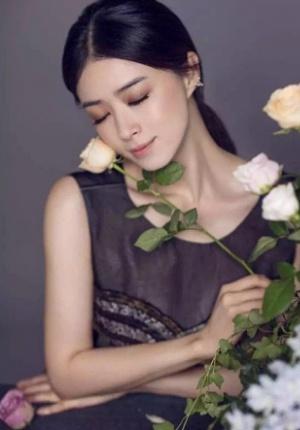蒋欣优雅写真风韵十足 花丛中秀完美身材曲线