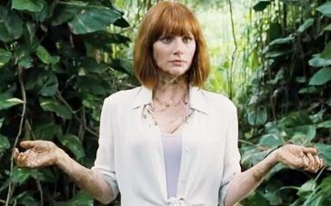 《侏罗纪世界》删减片段 布莱丝涂恐龙粪便在身