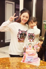王宝强娇妻为4岁女儿庆生 儿子为妹妹拉小提琴