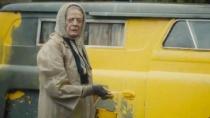 《货车里的女人》美版预告片 玛吉涂装黄色面包车