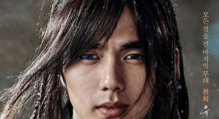 《朝鲜魔术师》角色海报 俞承豪长发蓝眼吸引眼球