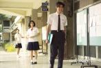 """将于11月19日公映的校园爱情喜剧电影《我的少女时代》在近日曝光继发布了一款粉色""""青春时光""""版海报及全新制作的""""爆笑青春""""版预告片,林真心和徐太宇这对校园少男少女逗趣无限,更让人对学生时代的纯真美好追忆无限。"""