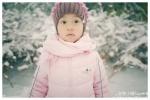 李小璐与甜馨雪天堆雪人 母女打扮时髦称闺蜜