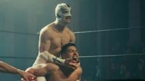 《戴面具的圣徒》中文预告 摔跤手惩奸除恶寻自我