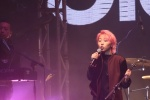 王菲女儿窦靖童顶粉红发香港开唱:妈妈应该满意