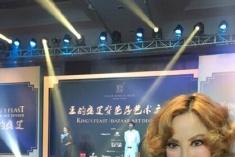 香港名媛低胸装出席海天盛筵 赞此行大开眼界