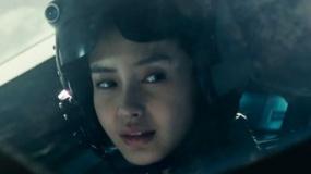 《独立日2》中文预告片 baby驾驶战机迎战外星人
