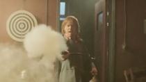 《月行者》精彩片段 鲁伯特遭围追堵截逃出生天