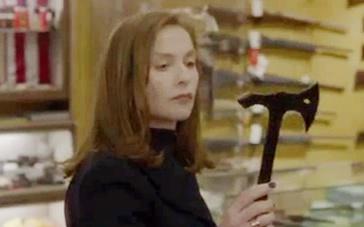 范霍文《她》法国版预告 于佩尔遭黑衣人入室侵犯
