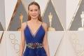 布丽·拉尔森亮相  一袭低胸蓝裙甚惹眼