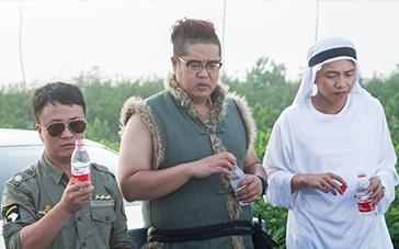 《回乡逗儿》曝光预告 大兵扮吃货玩转公路喜剧