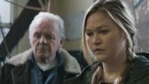 《反击》中文预告片 霍普金斯帮助危难少女脱困